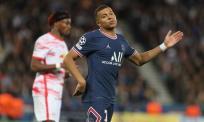 Messi nhường phạt đền cho Mbappe